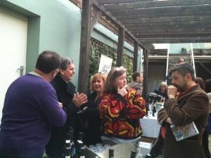 talking wine in the HdV courtyard