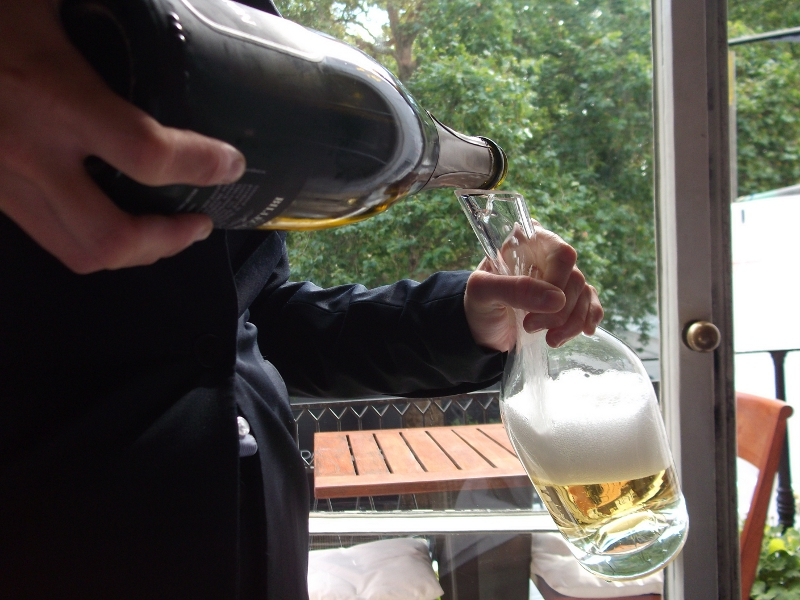 decanting champagne